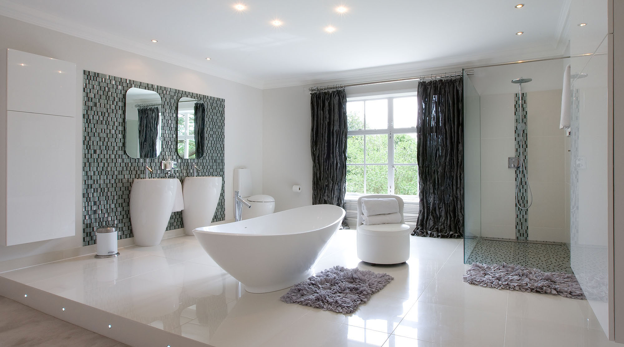 Bathroom with metallic curtains